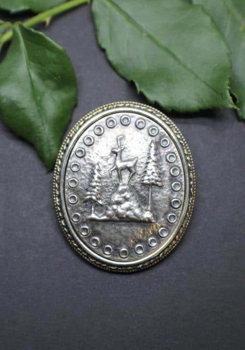 Große Trachtenschmuck Brosche mit Motiv Gamserl, in Silber, vergoldeter Rand