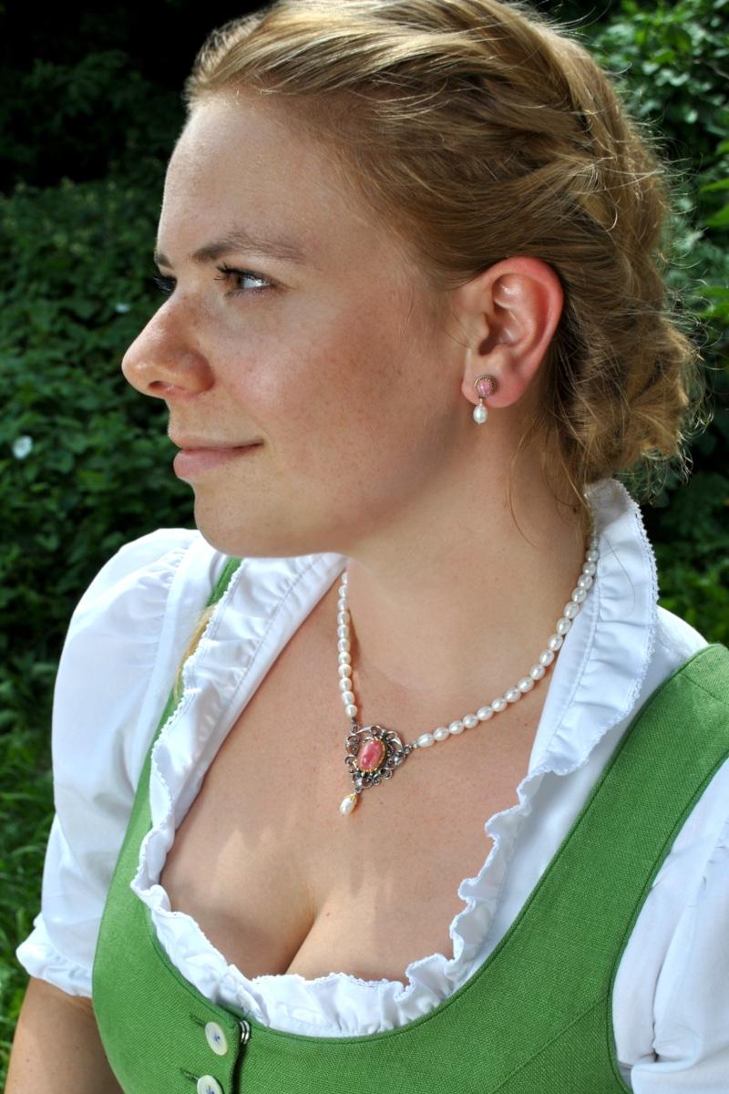 Trachtenschmuck mit Perlen, Perlencollier Stefanie mit Rhodochrosit und passenden Ohrsteckern zum grünen Dirndl