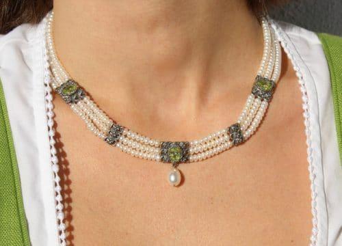 Elegantes Perlencollier zum Dirndl