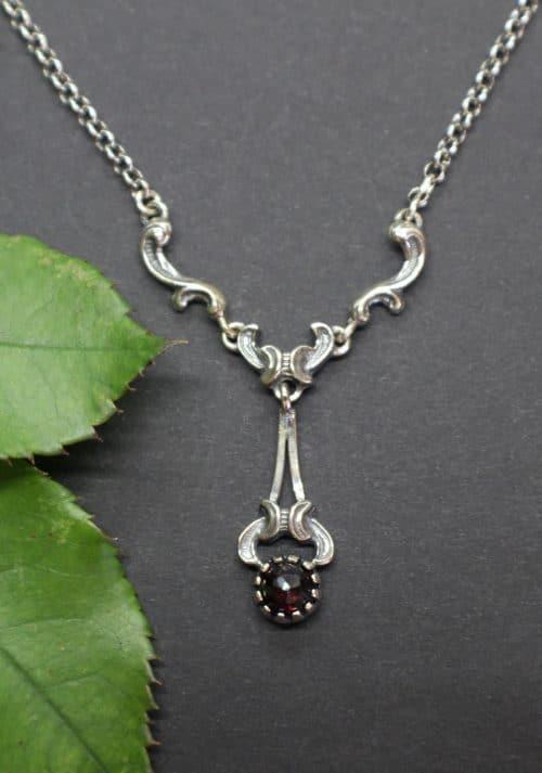 Trachtenkette Silber, zierlich, mit Edelstein Granat