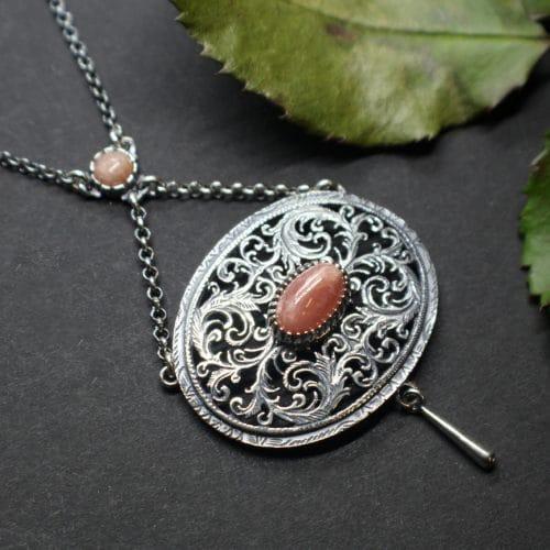 Modernes Trachtencollier in Silber mit rosafarbenen Edelstein gefasst (Rhodochrosit